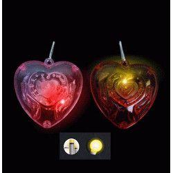 Jouets et kermesse, Collier avec coeur lumineux kermesse vendu par 36, 13212-LOT, 0,39€